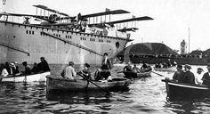 VICENTE BARBERÁ MASIP Valencia, junio de 1922. Al poco de entrar en servicio como portahidroplanos, el Dédalo recaló en el puerto de Valencia, causando una gran expectación