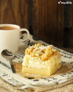 Cuando encontré esta receta yvique juntaba tres de mis postres favoritos: tarta de queso, tarta de manzana y crumble, supe que tenía que probarla…está muy buena y servida en raciones pequeñas es un acompañante perfecto para el café o té … Si