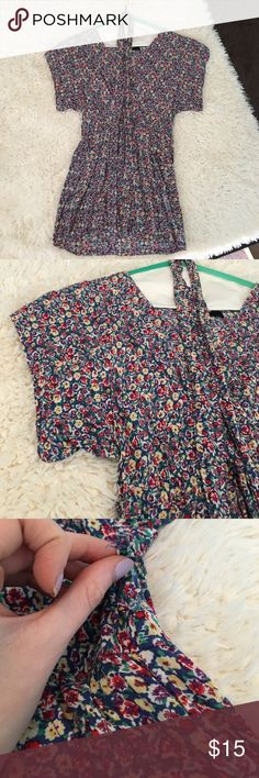 Exact Jessie James Decker Floral Sundress Exact Jessie James Decker Forever21 Floral Sundress worn once! In the wash, one side of a loop that holds the tie came undone (easy fix, price reflected) you can wear the tie around the waist still even with the loop being undone. Runs short Forever 21 Dresses