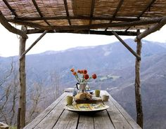 imagine waking up to this & enjoying a good cup of coffee with this view....