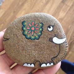 50 Best Animal Painted Rocks for Beginner Rock Painters Elephant Rock Painting Stone Crafts, Rock Crafts, Arts And Crafts, Diy Crafts, Crafts To Do, Fabric Crafts, Pebble Painting, Pebble Art, Stone Painting
