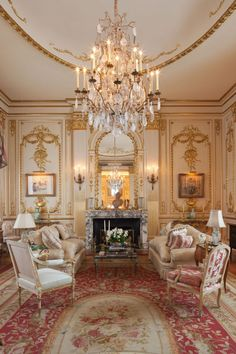 Take A Look Inside Joan Rivers' Luxury New York Apartment, Featuring Gold Columns, Crystal Chandeliers. And A Lot Of Jokes Deco Rose, Luxury Penthouse, Manhattan Penthouse, Manhattan Skyline, Manhattan Nyc, New York City Apartment, Joan Rivers, Classic Interior, Penthouses