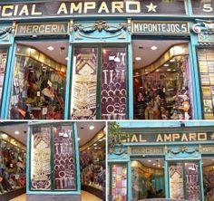 COMERCIAL AMPARO Pontejos, 5 28012 Madrid por dentro está llena de tocados, artículos y material para novias... alfileres , broches, cestas, imperdibles,lazos para adornar el coche, ligas, pañuelos...en su escaparate se puede disfrutar un buen rato.