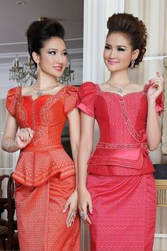 Beautiful khmer dress African Traditional Dresses, Traditional Fashion, Traditional Outfits, Traditional Wedding, African Print Dresses, African Fashion Dresses, African Dresses For Women, Fashion Outfits, African Attire