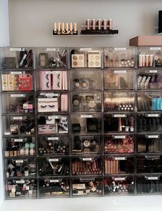 Makeup Vanity Organization Beauty Room Make Up Ideas Make Up Organizer, Make Up Storage, Bedroom Storage, Rangement Makeup, Makeup Storage Organization, Organization Ideas, Storage Organizers, Storage Ideas, Organizing