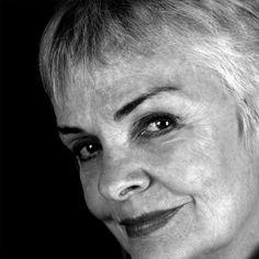 Karen Rodrigues, atriz, por Juan Esteves