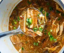 Soupe asiatique au tofu (aigre-douce) Vegan Vegetarian, Vegetarian Recipes, Seitan, Chinese Food, Thai Red Curry, Bbq, Low Carb, Menu, Dishes