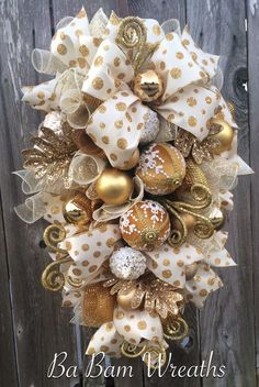 Victorian Christmas  Gold and White Christmas, Golden Christmas, Christmas, Christmas Swag, Christmas Wreath, Christmas Door Hanging by BaBamWreaths on Etsy https://www.etsy.com/listing/485662321/victorian-christmas-gold-and-white