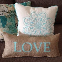 almohadón arpillera frases love happy all you need is Diy Deco Rangement, Diy Pillows, Throw Pillows, Creative Instagram Photo Ideas, Ring Pillow Wedding, Ramadan Decorations, Burlap Lace, Pillow Design, Throw Pillow Covers