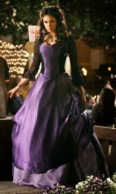 Vampire Diaries Costume, Serie Vampire Diaries, Vampire Diaries Fashion, Old Fashion Dresses, Old Dresses, Vintage Dresses, Nina Dobrev, Bonnie Bennett, Elena Gilbert