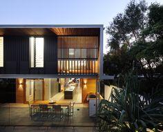The Beeston Street house in Brisbane / designed by Shaun Lockyer Architects (photo by Scott Burrows)