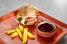 Eperburger Budapest, Hamburger, Ethnic Recipes, Food, Meal, Hamburgers, Essen, Hoods, Burgers