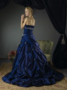 Hot-Selling-Royal-Blue-Taffeta-Pick-Up-Skirt-and-Chapel-Train-Bridal-Gown-WD-0006-01.jpg (600×800)