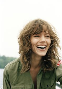 Do you like your wavy hair and do not change it for anything? But it's not always easy to put your curls in value … Need some hairstyle ideas to magnify your wavy hair? Curly Hair With Bangs, Haircuts For Curly Hair, Hairstyles With Bangs, Pretty Hairstyles, Curly Hair Styles, Messy Hair, Shag Hairstyles, Curly Shag Haircut, Messy Bangs
