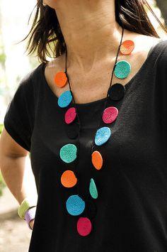 fulanas, agosto'10 Collar largo de circulos by solofer, via Flickr