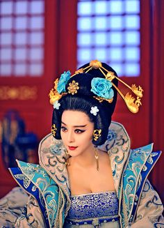The Empress of China (simplified Chinese: 武媚娘传奇) is a 2014 Chinese television drama based on events in and Tang dynasty, starring producer Fan Bingbing as the titular character Wu Zetian—the only female emperor in Chinese history. Nina Agdal, Wu Zetian, The Empress Of China, Fan Bingbing, Chinese Clothing, Chinese Actress, Chinese Culture, Christen, Asian Fashion