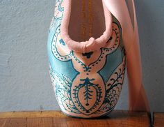 Single Pink and Teal Pointe Shoe