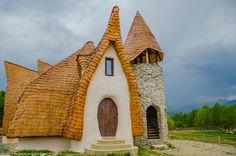 The Valley of the Fairies Lodge in located near Sibiu, Romania. So, if you look to re-create the beloved fairy tale experience. Organic Architecture, Architecture Design, Sibiu Romania, House Roof, Home Deco, Montana, Eco Friendly, House Styles, Traditional Interior