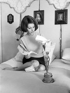 20 Incredibly Classy Vintage Pics of Academy Awards Winners Past   SOPHIA LOREN   Loren, the first actress to win an Academy Award for a foreign-language film, won for 1960's La Ciociara.