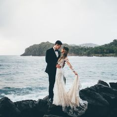 Take a look at the best Winter Wedding dresses 2017 in the photos below and get ideas for your wedding! The 5 winter wedding color schemes that are going to be all over the 2016 to 2017 winter wedding season! Beach Wedding Groom, Beach Wedding Photos, Beach Wedding Photography, Wedding Pictures, Destination Wedding, Dream Wedding, Wedding Ideas, Wedding On The Beach, Wedding Inspiration