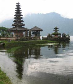 Pura Ulum Danu Bratan, Bali Temple to the Goddess of the Lake