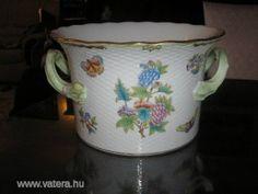 Herendi  Viktória  Barokk  kaspó - 75000 Ft Hungary, Mugs, Tableware, Dinnerware, Tumblers, Tablewares, Mug, Dishes, Place Settings