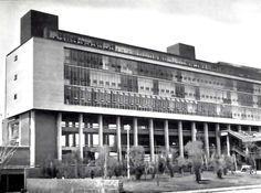 Fachada Oeste, Escuela de Medicina de la Ciudad Universitaria (UNAM), México DF 1958 Arqs. Roberto Alvarez Espinosa, Pedro Ramírez Vásquez, y Ramón Torres - West facade, School of Medicine, Cuidad Universitaria (UNAM), Mexico City 1958