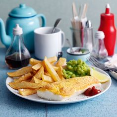 Slimming World Battered fish, chips and mushy peas Healthy Dessert Recipes, Diet Recipes, Healthy Food, Healthy Dinners, Mushy Peas, Battered Fish, Salmon Pasta, Slimming World Recipes, Fish And Chips