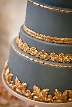 gold accented cake * {from my sweet and saucy, a marie antoinette wedding} Gorgeous Cakes, Pretty Cakes, Amazing Cakes, Gold Cake, Grey And Gold, Blue Gold, Creative Cakes, Marie Antoinette, Cakes And More