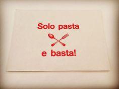 'Solo pasta e basta!' Ja, was braucht man mehr? Diese wunderschöne handgedruckte Postkarte bekommst Du bei den Misses. Jedenfalls solange der Vorrat reicht. Eh klar! #solopasta #pastaebasta #solopastaebasta #postkarten #postkarte #postkartenliebe #schreibmalwieder #handgedruckt #snailmail #pastaliebe #pasta #postcard #berlin #prenzlauerberg