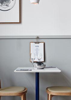 marco: colore della boiserie, pomello reggi menù, formato del menù (oltre che bello e messo in risalto, sarebbe comodo avere un portamenù del genere, dove poter cambiare i menù secondo le fasi e i cambi della giornata)   - - ----------------------------------------------------------- Finlandia Caviar Shop & Restaurant in Helsinki by Joanna Laajisto | #restaurant #interiordesigner #finnishdesign #finnishinterior