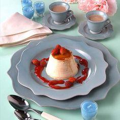 Flan de chocolate blanco con salsa de frutos rojos