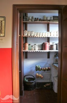 How to recreate a Victorian pantry – vintage larders can be much more practical … Kitchen Larder, Larder Cupboard, Old Kitchen, Kitchen Cupboards, Cabinets, Tuscan Style Homes, French Style Homes, Vintage Pantry, Vintage Kitchen
