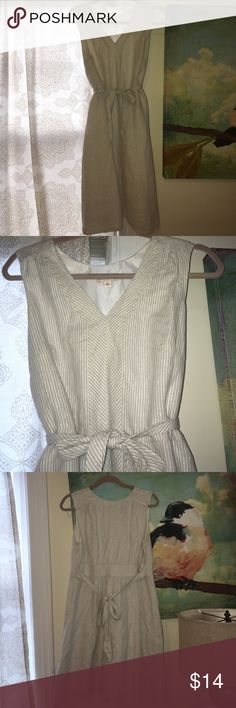 10 Linen Sparkley Dress Gorgeous white and grey Linen dress. Side zip. Nice lines. A hint of shimmer. Reposhing have not worn it Merona Dresses Midi