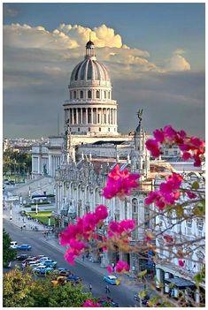 """Habana, Cuba """"Quiero volver sin mirar atrás quiero vivir para perdonar quiero volver, quiero regresar a la Cuba mía..."""""""