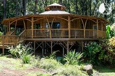 Gorgeous huge yurt with deck and bamboo details Future House, My House, House Roof, Yurt Home, Yurt Living, Bamboo Architecture, Bamboo House, Earth Homes, Natural Building