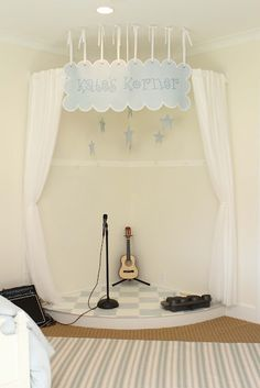 Could be fun to make a music corner or music themed room. Playroom Stage, Kids Stage, Ideas Habitaciones, Home Music, Music Corner, Upstairs Bathrooms, Toy Rooms, Kids Room Design, Kids Corner