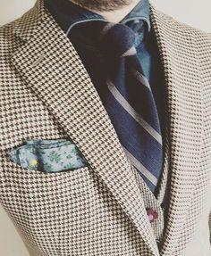 thesilencephoto:    #イザイア ミーハーですのでサンゴのマーク欲しいかも知れません  #ラルディーニ はブランド名知らない方にも好評で可愛いですねとよく言われます  .  #isaia #finamore #ringjacket #lardini   .  #mensfashion #fashiongram #menstyle #mystyle #men #suits #suitstyle #jacketstyle #OOTD #outfit #todaycode #fashionsnap