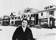 Berry Gordy in front of Motown Records, 1959.
