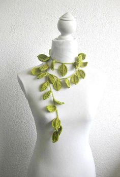 Crochet lariat scarf with Leaves in Green Emerald by Iovelycrochet,