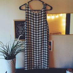 Very Trendy Sleeveless Dress!