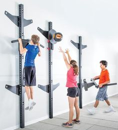 3 students putting together full-body column training
