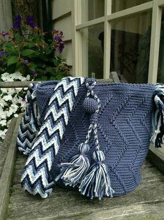 Mochila Crochet, Crochet Tote, Crochet Quilt, Crochet Handbags, Tapestry Crochet, Crochet Purses, Crochet Crafts, Knit Crochet, Crochet Designs