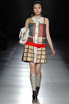 Prada Fall 2011 Ready-to-Wear Collection - Vogue Pop Art Fashion, Mod Fashion, 1960s Fashion, High Fashion, Fashion Show, Womens Fashion, Fashion Design, Moda Pop Art, Estilo Mod