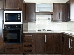 Un classique : les armoires brunes ! Kitchen Cupboards, Decoration, Your Space, Beautiful Homes, Sweet Home, Kitchens, Design, House, Album