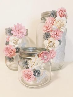Paper Flower Jars - sparkle Unicorn - My best diy and crafts list Pot Mason Diy, Mason Jar Crafts, Bottle Crafts, Burlap Mason Jars, Flowers In Jars, Paper Flowers, Flower Jars, Gift Flowers, Paper Flower Wall