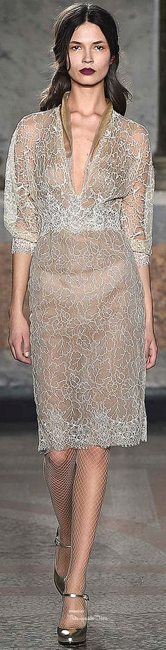 Luisa Beccaria Fall 2015 Ready-to-Wear Collection Runway Fashion, Fashion Models, High Fashion, Fashion Show, Fashion Outfits, Womens Fashion, Fashion Designers, Milan Fashion, 2015 Fashion Trends