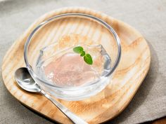 大注目されている「水ゼリー」。実は簡単にお菓子作り初心者でもつくることができるゼリーなんです。レシピサイトには多くの水ゼリーのレシピも!夏らしい爽やかな見た目も人気です。