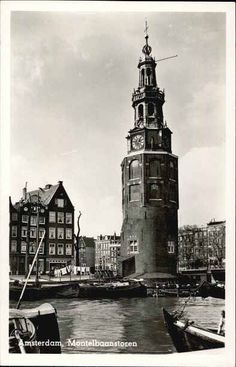 1950's. View on the Montelbaantoren at the Oude Schans in Amsterdam. In the background the Binnenkant. The original tower was built in 1516 for the purpose of defending the city. The top half, designed by architect Hendrick de Keyser, was extended to its current, decorative form in 1606. Photo M. van Gelderen en Zoon. #amsterdam #1950 #Montelbaantoren