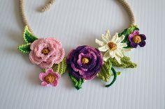 Crochet necklace | http://awesomewomensjewelry.blogspot.com